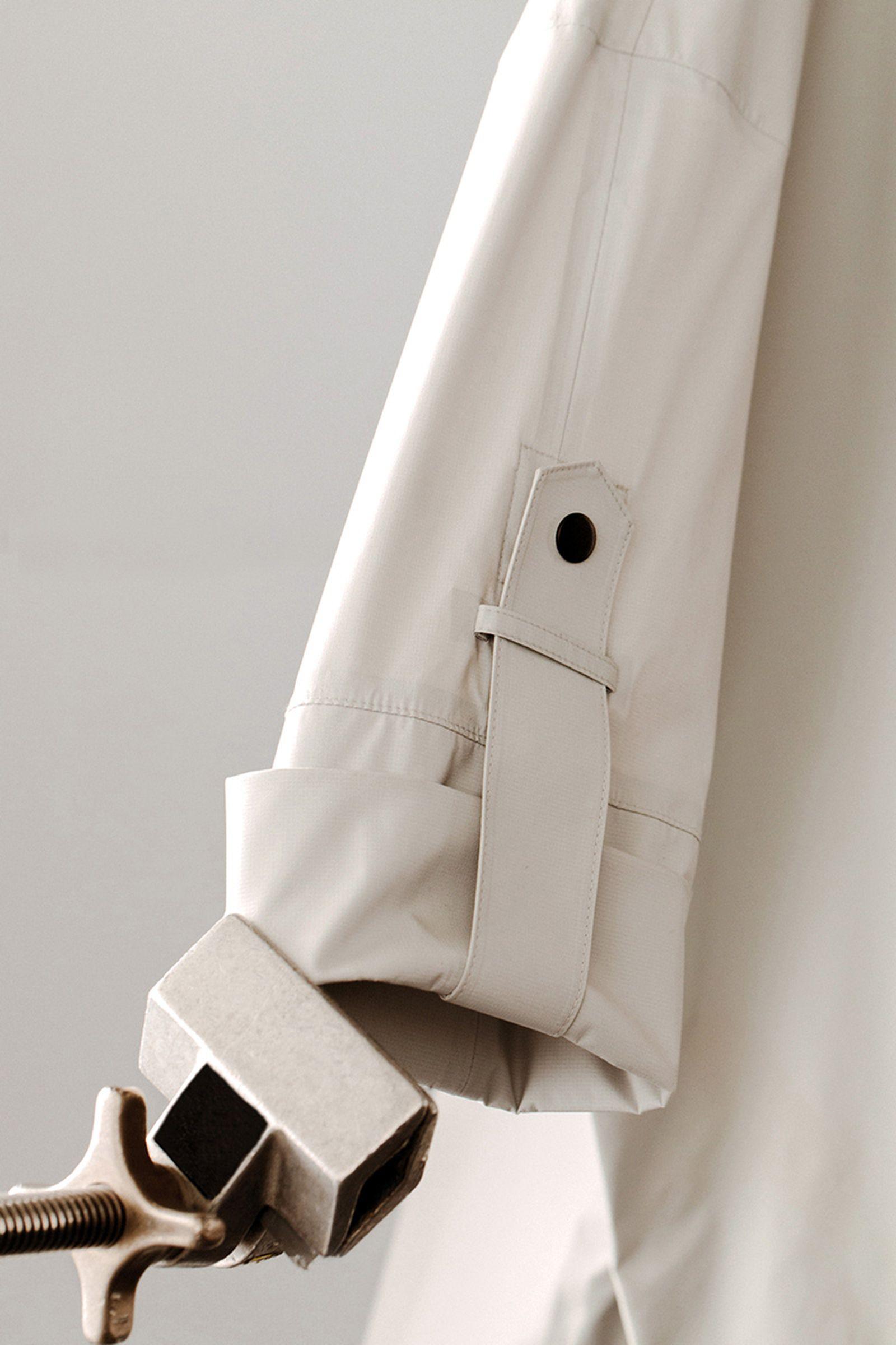 jack-wolfskin-jacket-detail-beige-01