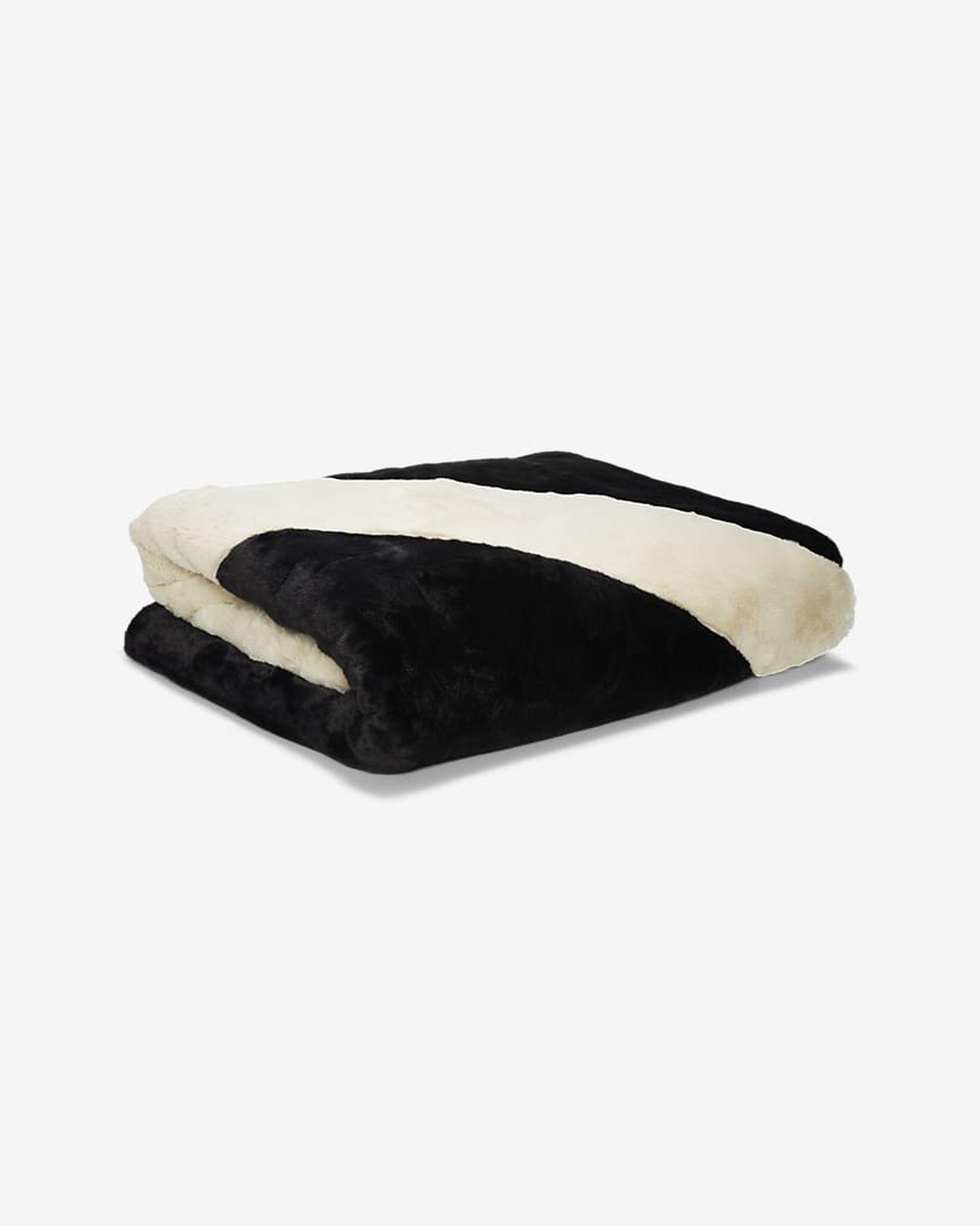 nike-swoosh-blanket-05