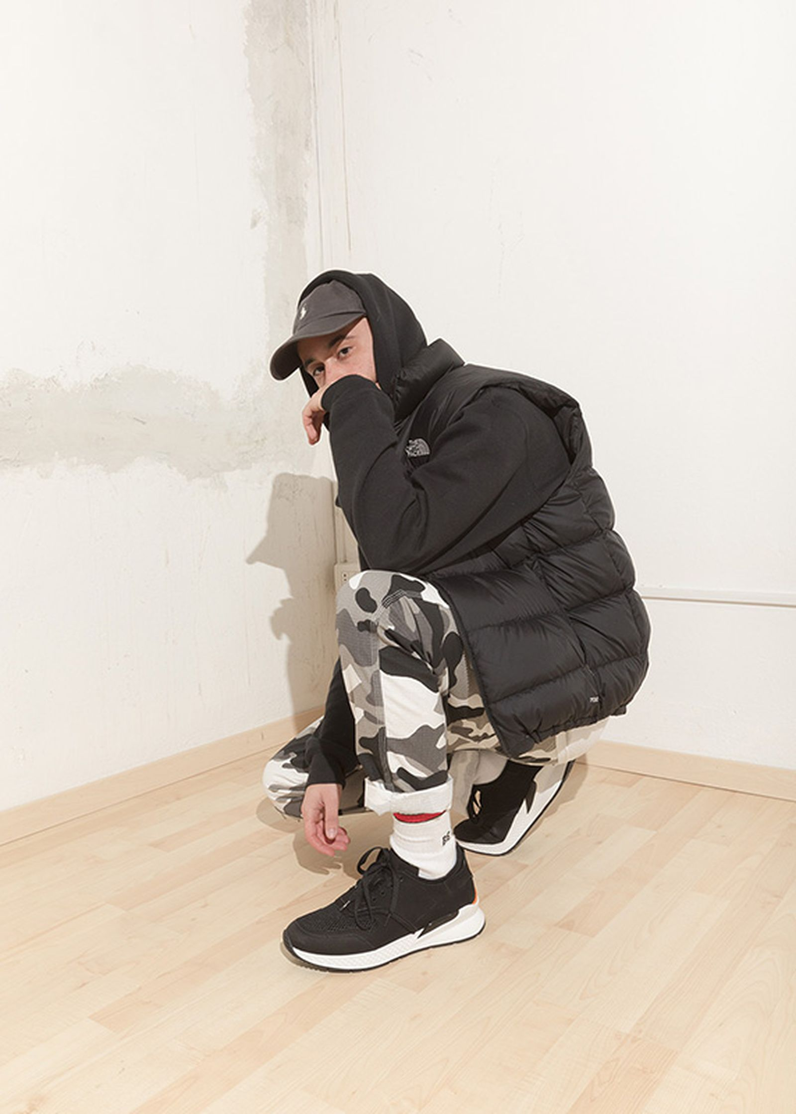 Gregorio Perrucci wears a çamarche hoodie, Supreme shoulder bag, Dickies pants and a Supreme beanie.