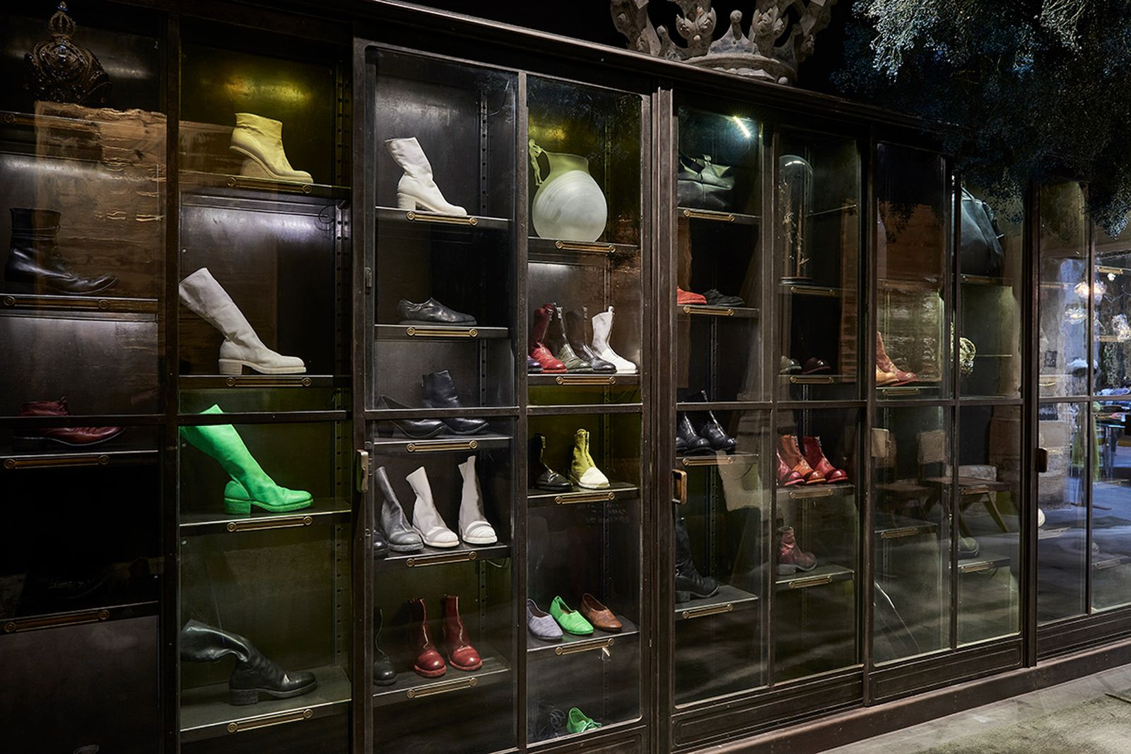 game-changers-best-store-interiors-changed-fashion-l'eclaireur-06