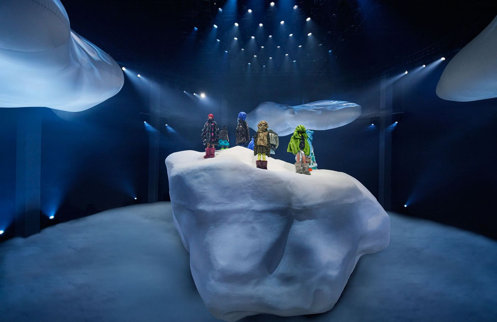 Moncler_Dingyun_Zhang_Photo_Installation_With_Models_01