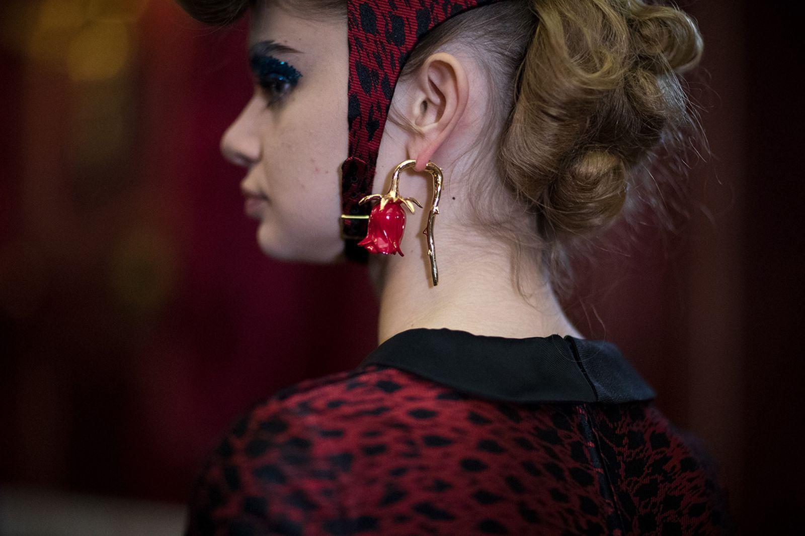 undercovers ss18 womens show tribute legendary artist paris fashion week runway