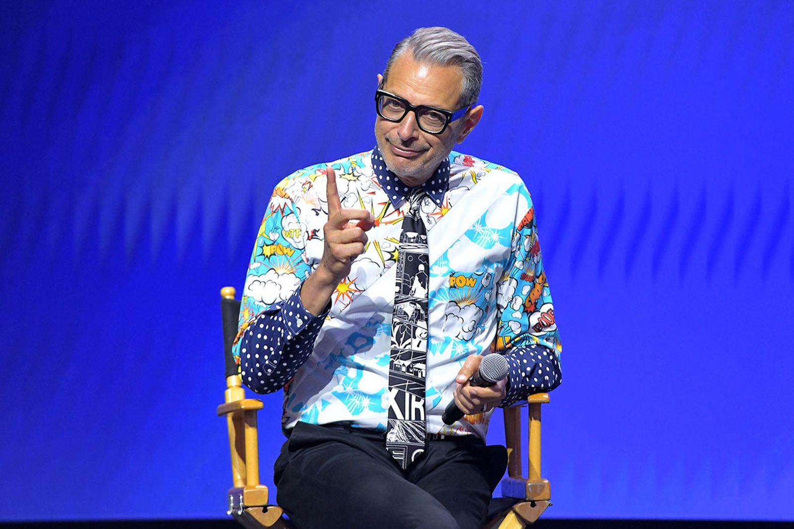 Jeff Goldblum on stage microphone