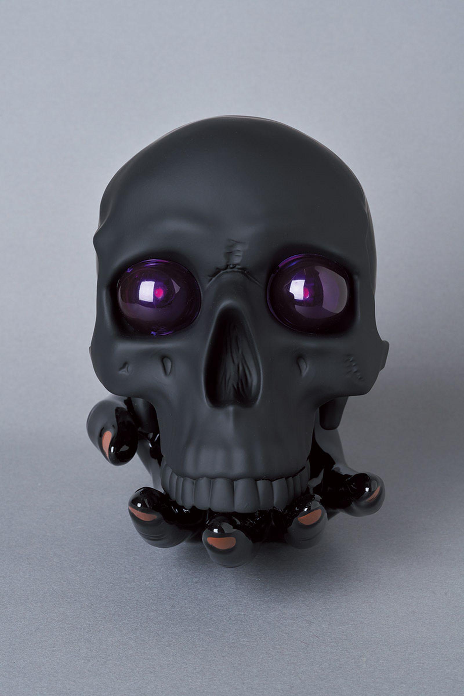 undercover-p-m-usher-spooky-season-skull-lamp-04