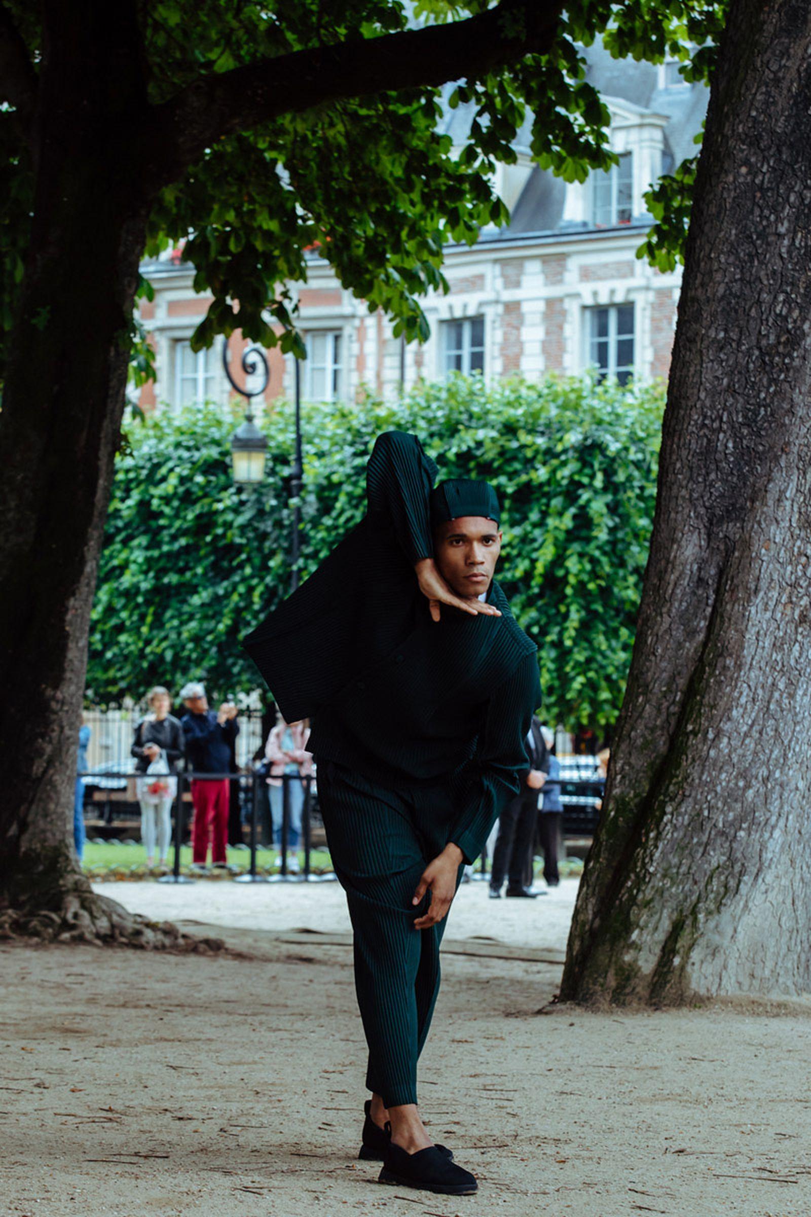 MSS20 Paris IsseyMiyake JulienTell ForWeb 15 Issey Miyake HOMME PLISSÉ paris fashion week runway