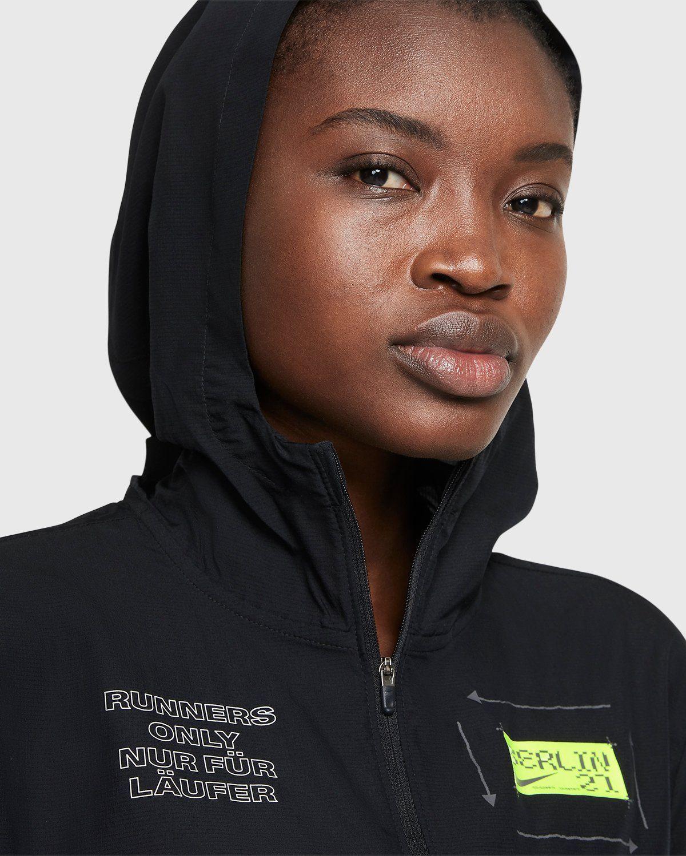 Nike x Highsnobiety – Womens Impossibly Light Berlin Jacket Black - Image 3