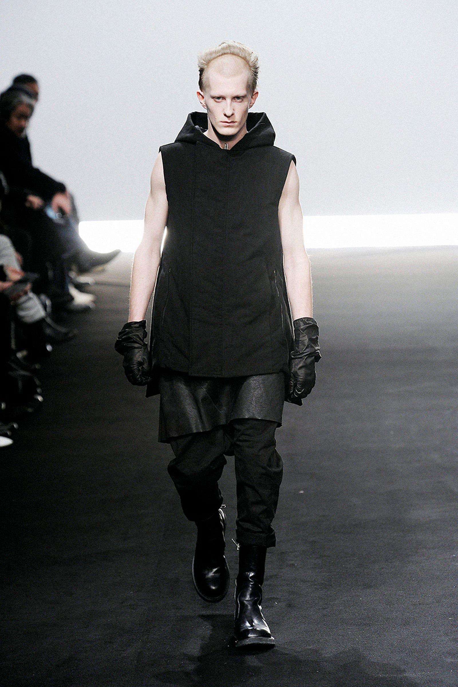 the-12-fashion-shows-that-changed-mens-fashion-rick-owens-05
