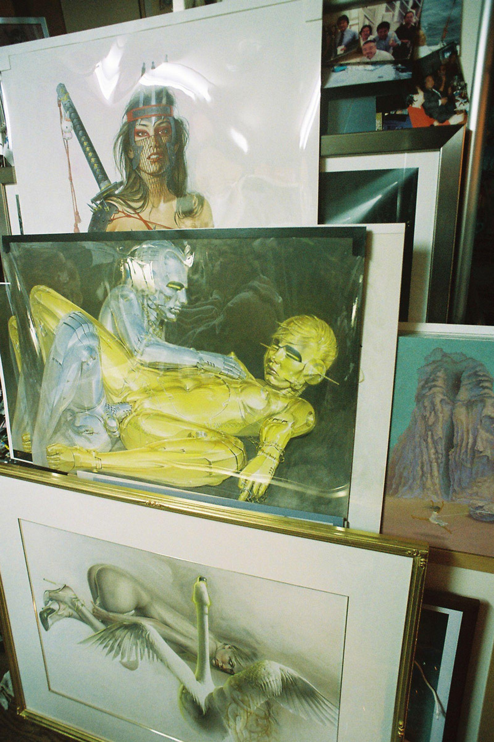 inside-the-erotic-sci-fi-grotto-of-hajime-sorayama-04