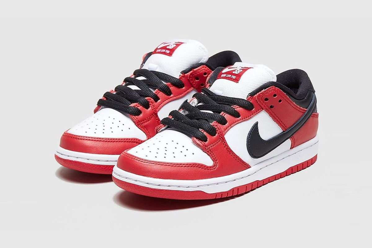 Nike SB Dunk Low chicago colorway product shot
