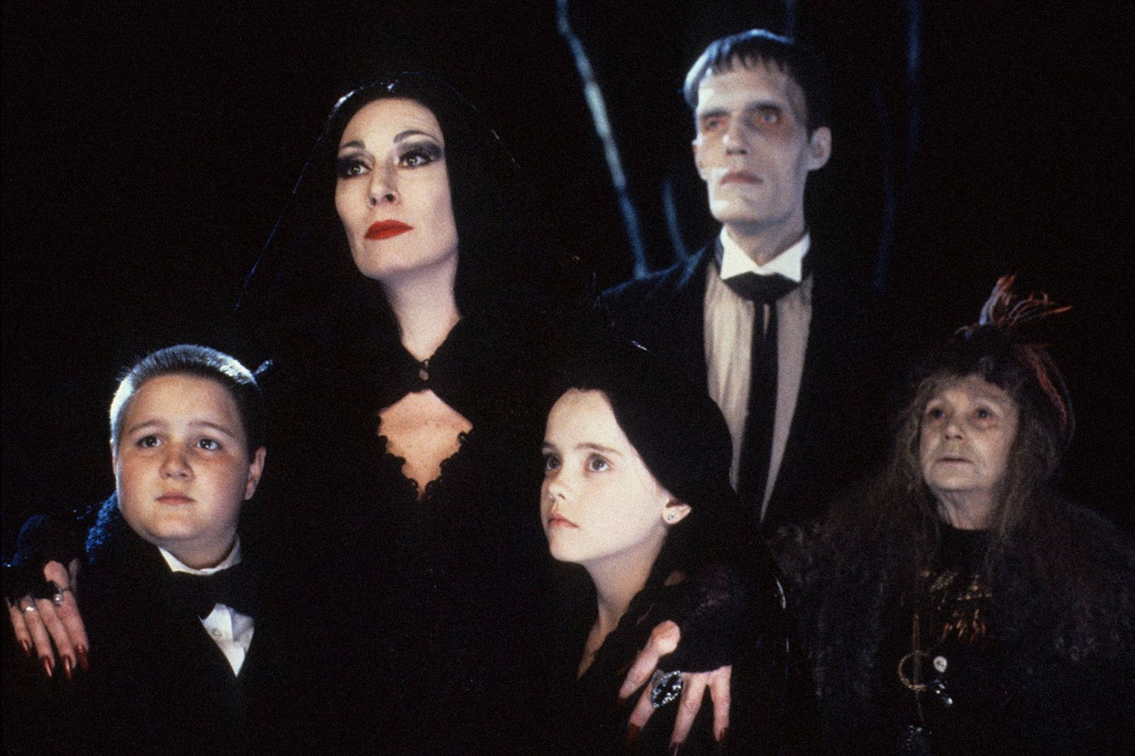 tim-burton-the-addams-family-tv-reboot-main