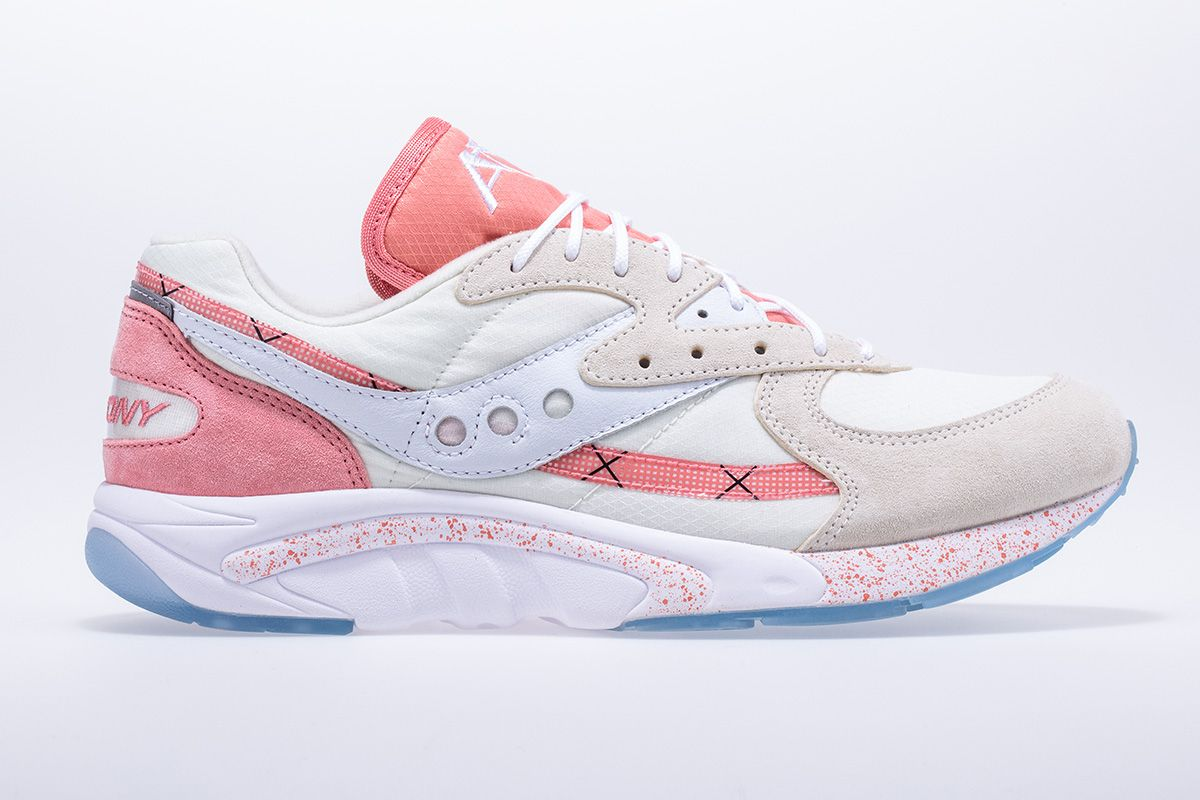 """Saucony's Aya """"Peaches & Cream"""" Pack is An Ode to Summer 2"""