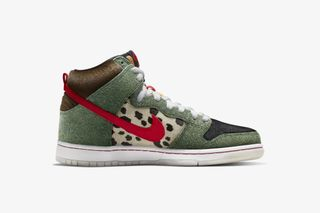 "cheap for discount e7f06 51773 Nike SB Dunk High ""Walk the Dog"": Official Release Information"