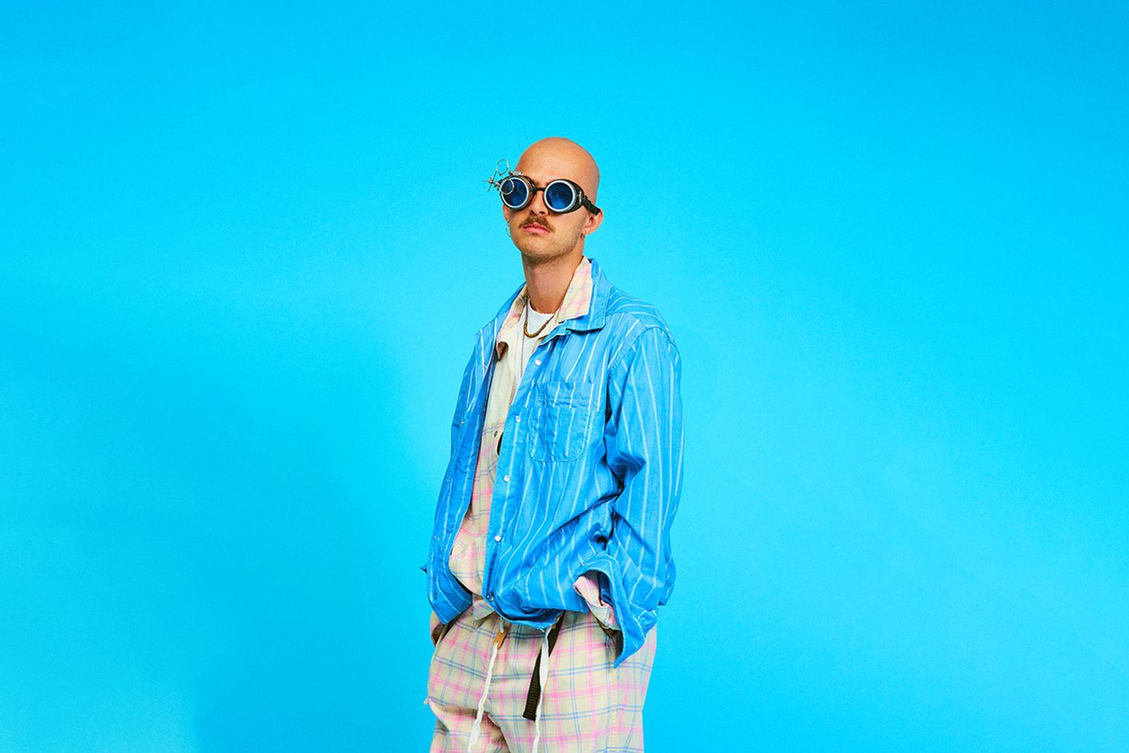 AiE SS20 sunglasses blue background
