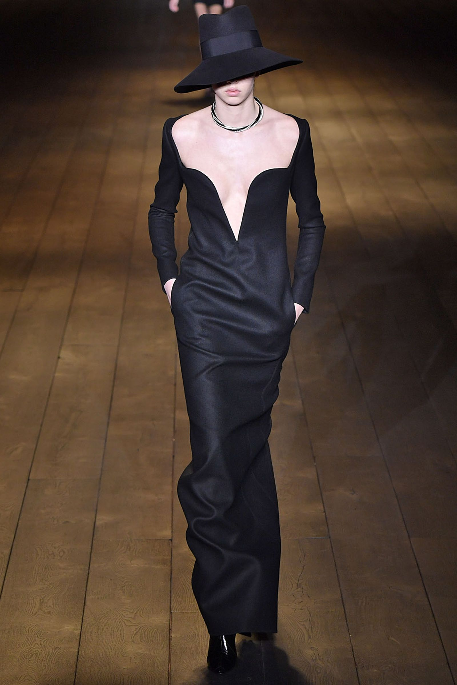 Saint Laurent : Runway Paris Fashion Week Womenswear Fall/Winter 2018/2019 Fw18