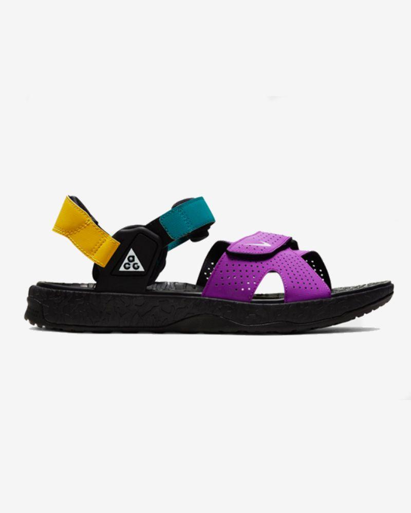 How Sandal Is Too Sandal? Our Editors Debate the Season's Dad-iest Sandals 40