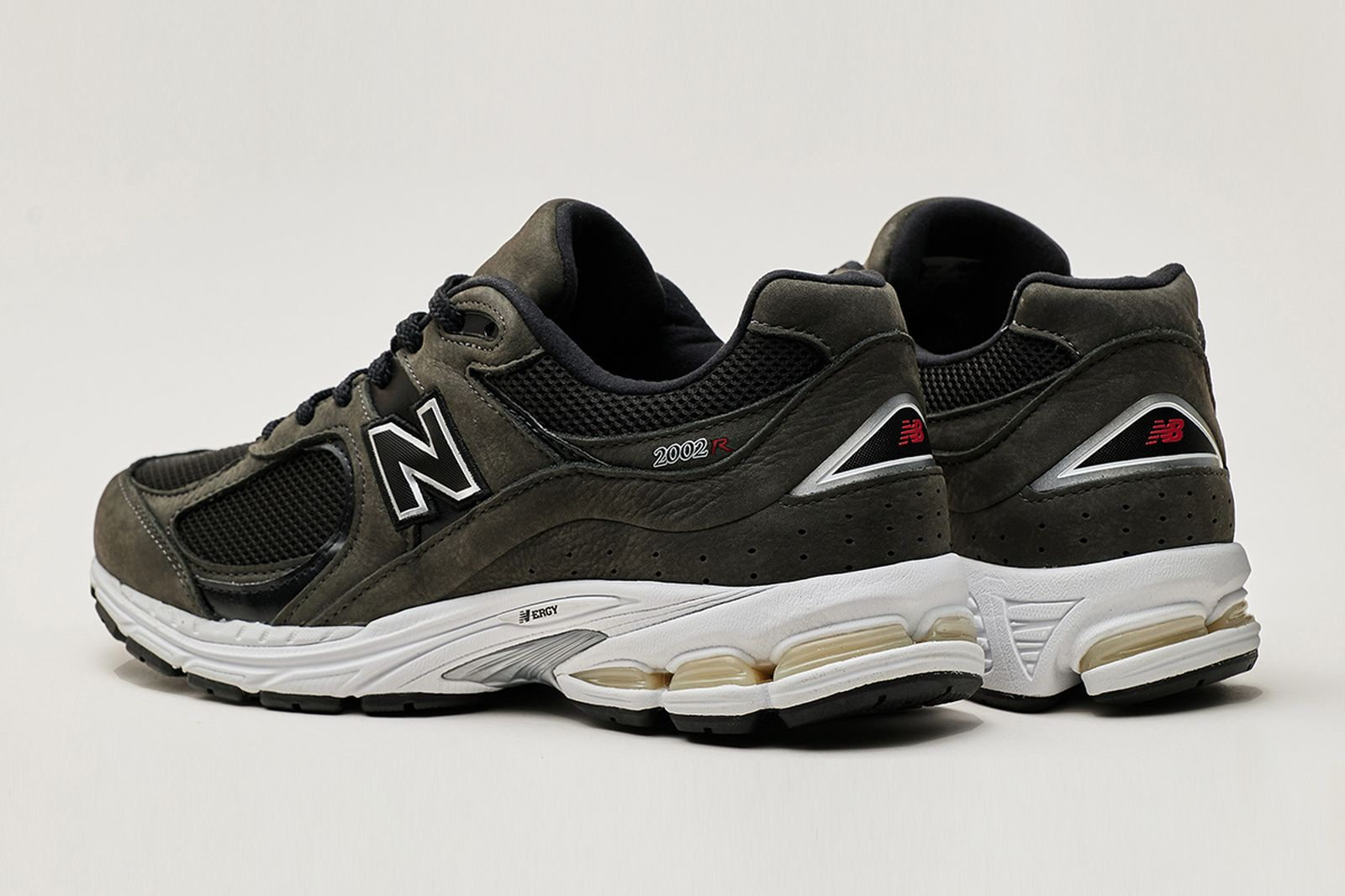 new-balance-2002r-release-date-price-03