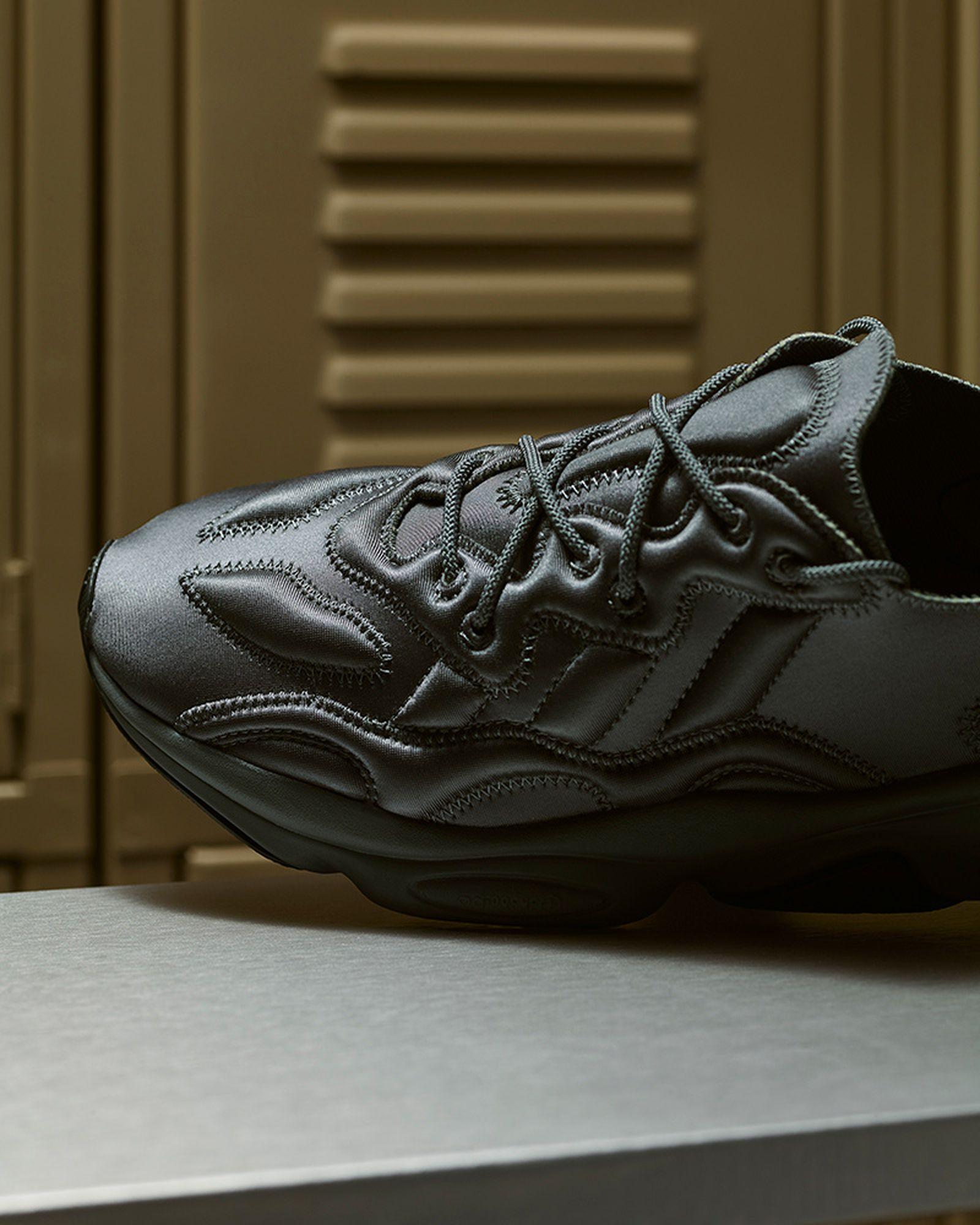 adidas-originals-ozweego-tech-moon-landing-release-date-price-04