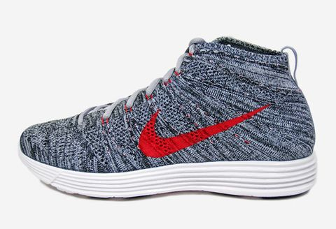 72df3ed2ed7f Built with a patented one-piece weave on top and resilient Lunarlon foam  cushioning underfoot