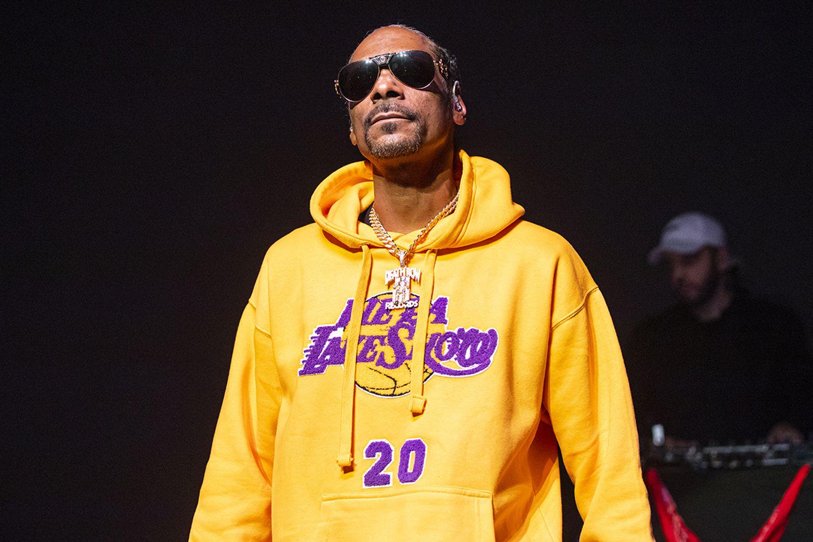 Snoop Dogg sunglasses Lakers hoodie