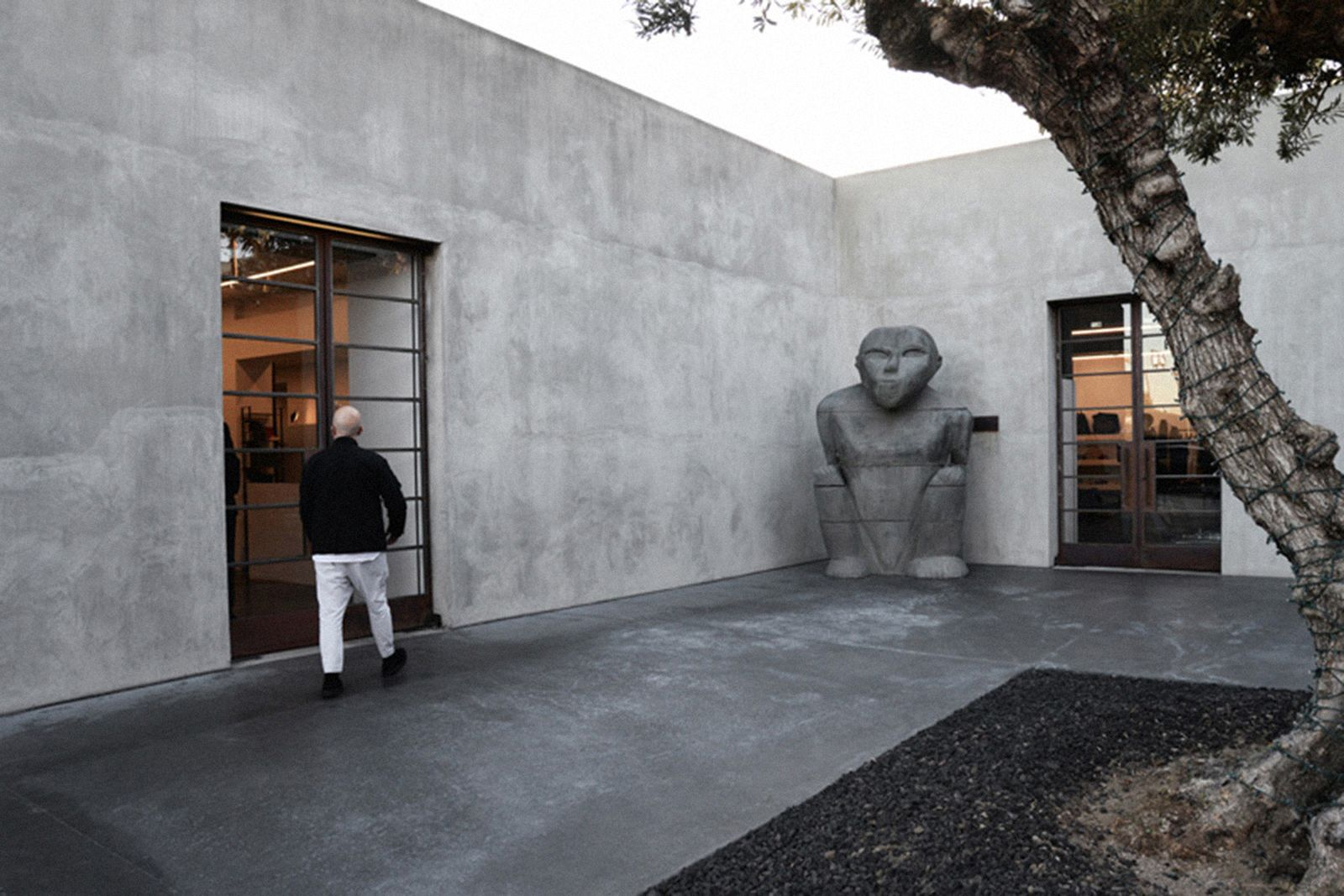 game-changers-best-store-interiors-changed-fashion-maxfield-la-03