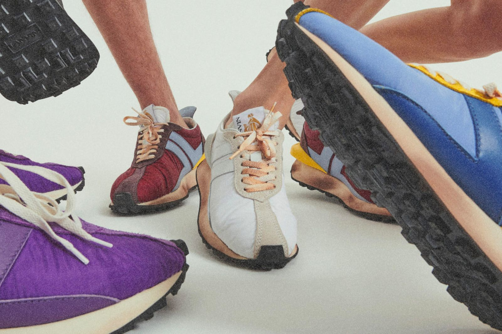 womens-sneakers-main