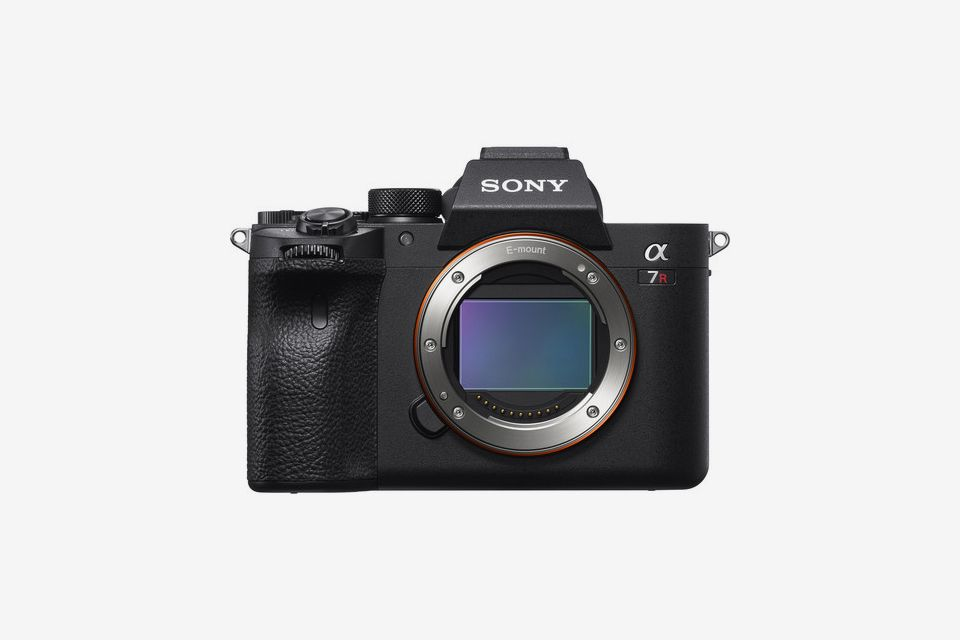 Sony Debuts $3,500 Mirrorless Digital Camera With World's First 61MP Full-Frame Sensor