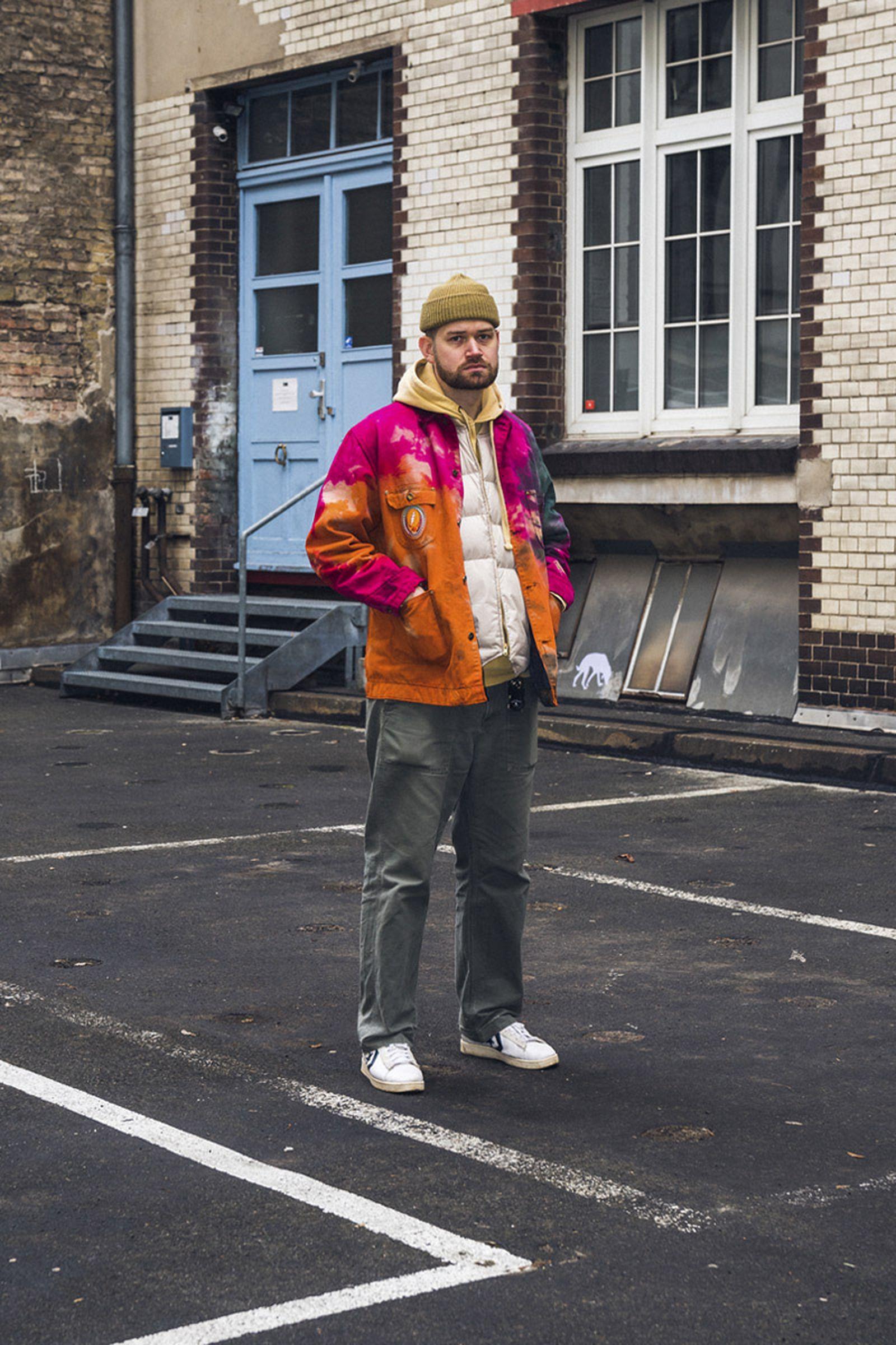 beinghunted-robert-smithson-not-in-paris-@mikerothe-800x1200