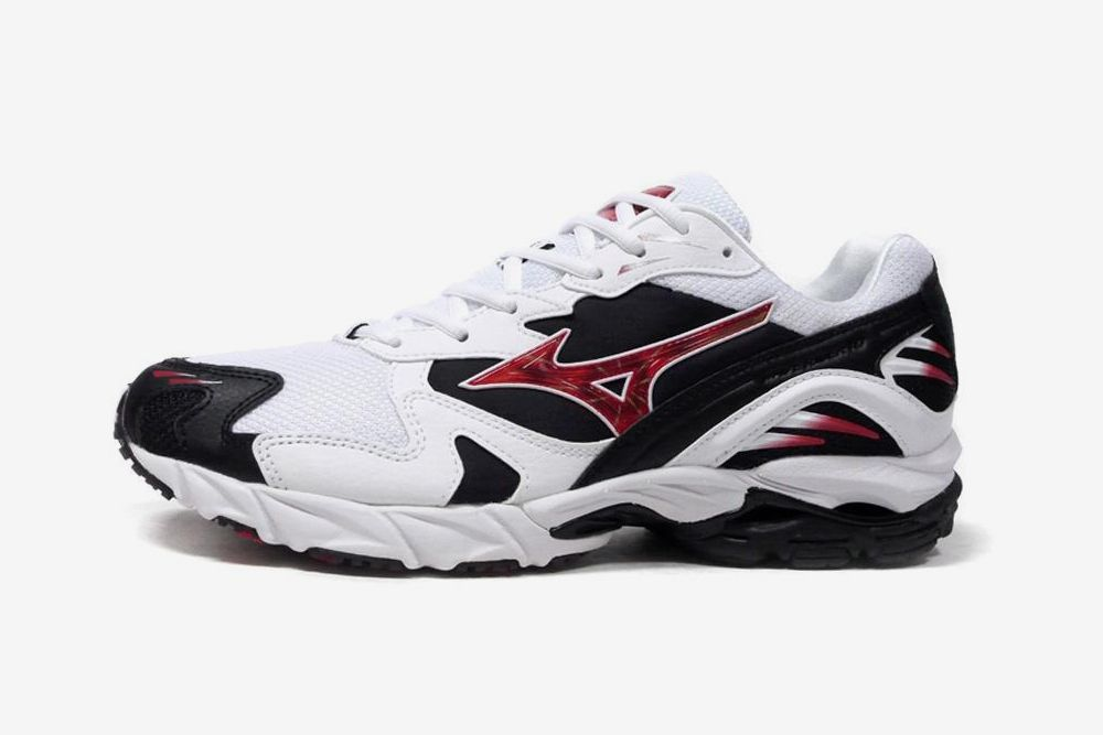 Mizuno Proves You Should Ride the Wave & Other Sneaker News Worth a Read 79
