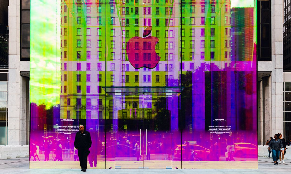 Apple's Fifth Avenue Store Now Has an Iridescent Exterior