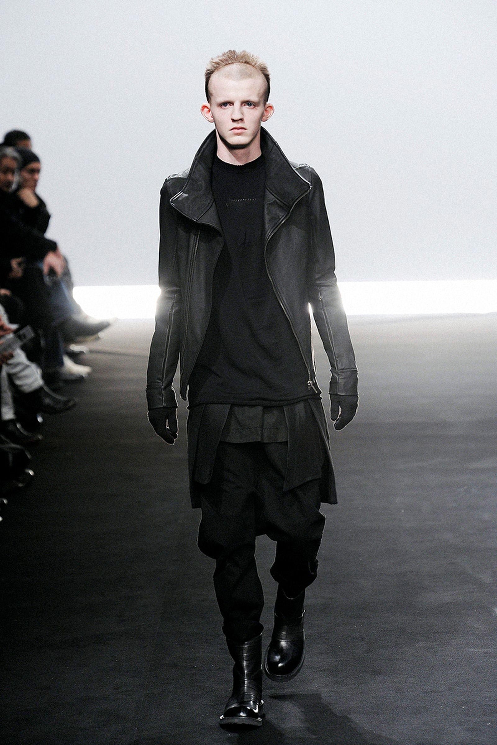 the-12-fashion-shows-that-changed-mens-fashion-rick-owens-04
