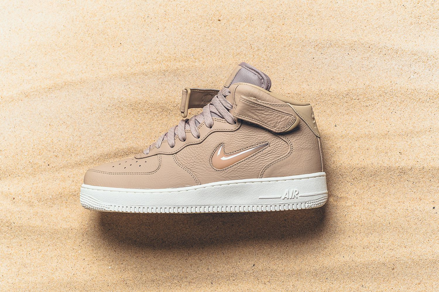 Air Force 1 Mid Retro PRM