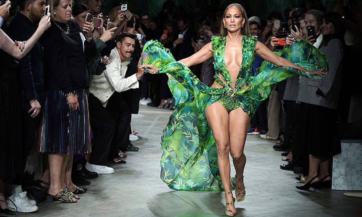 Jennifer Lopez Recreated Her Iconic Green Versace Dress For Milan Fashion Week
