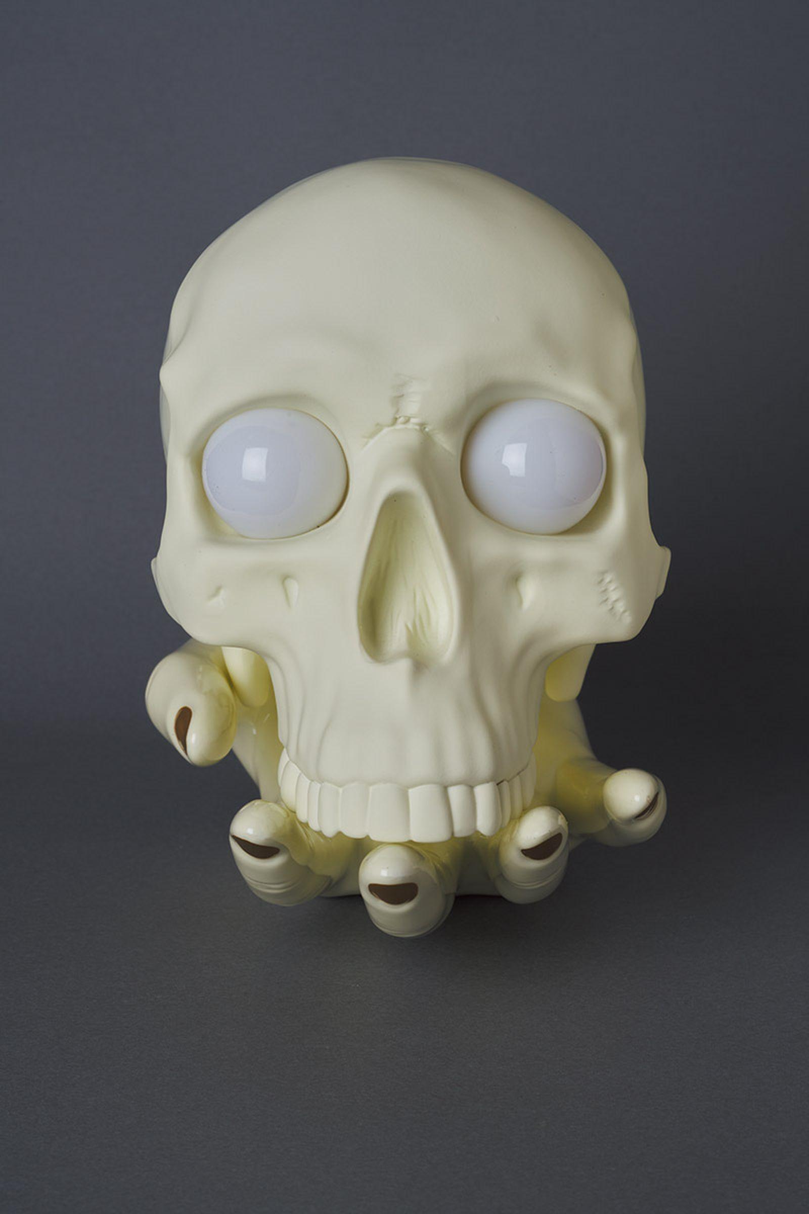undercover-p-m-usher-spooky-season-skull-lamp-08