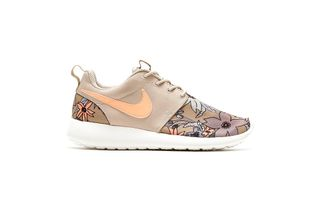 uk availability 3177e e149a Nike Roshe Run PRM