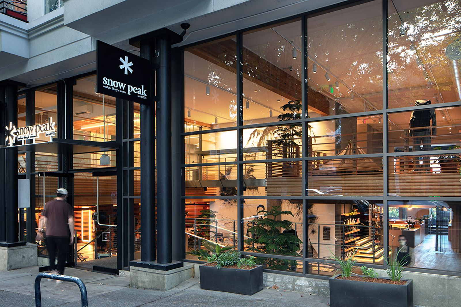 snow-peaks-first-ever-restaurant-looks-as-good-as-it-tastes-05