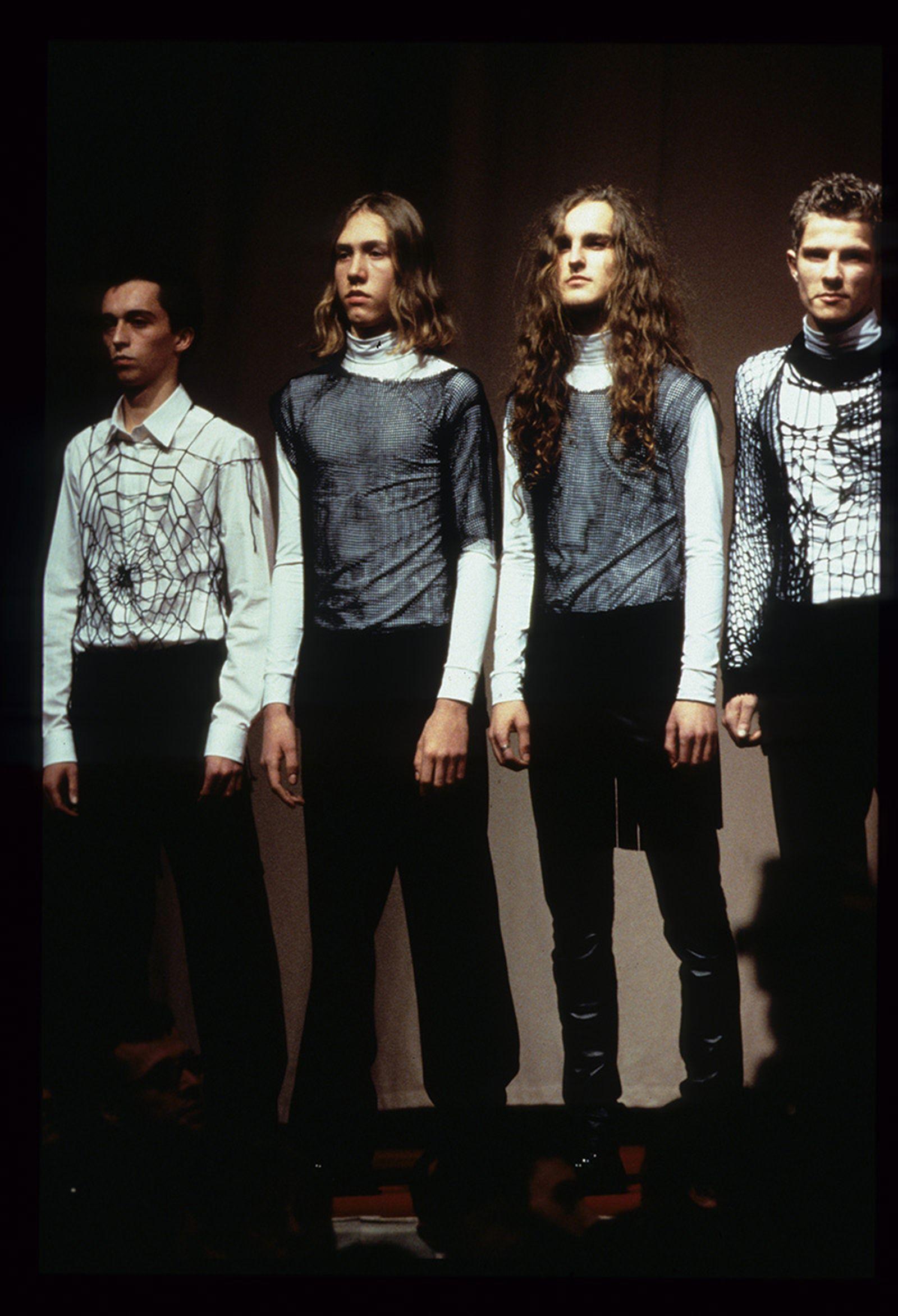 the-12-fashion-shows-that-changed-mens-fashion-raf-simons-aw98-04