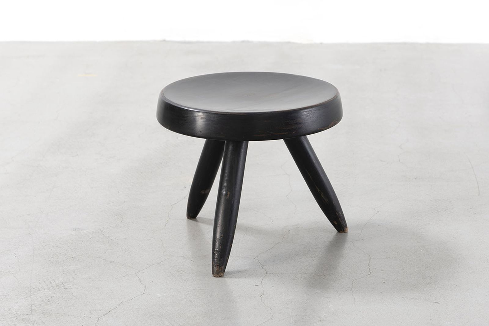 Charlotte perriand stool black