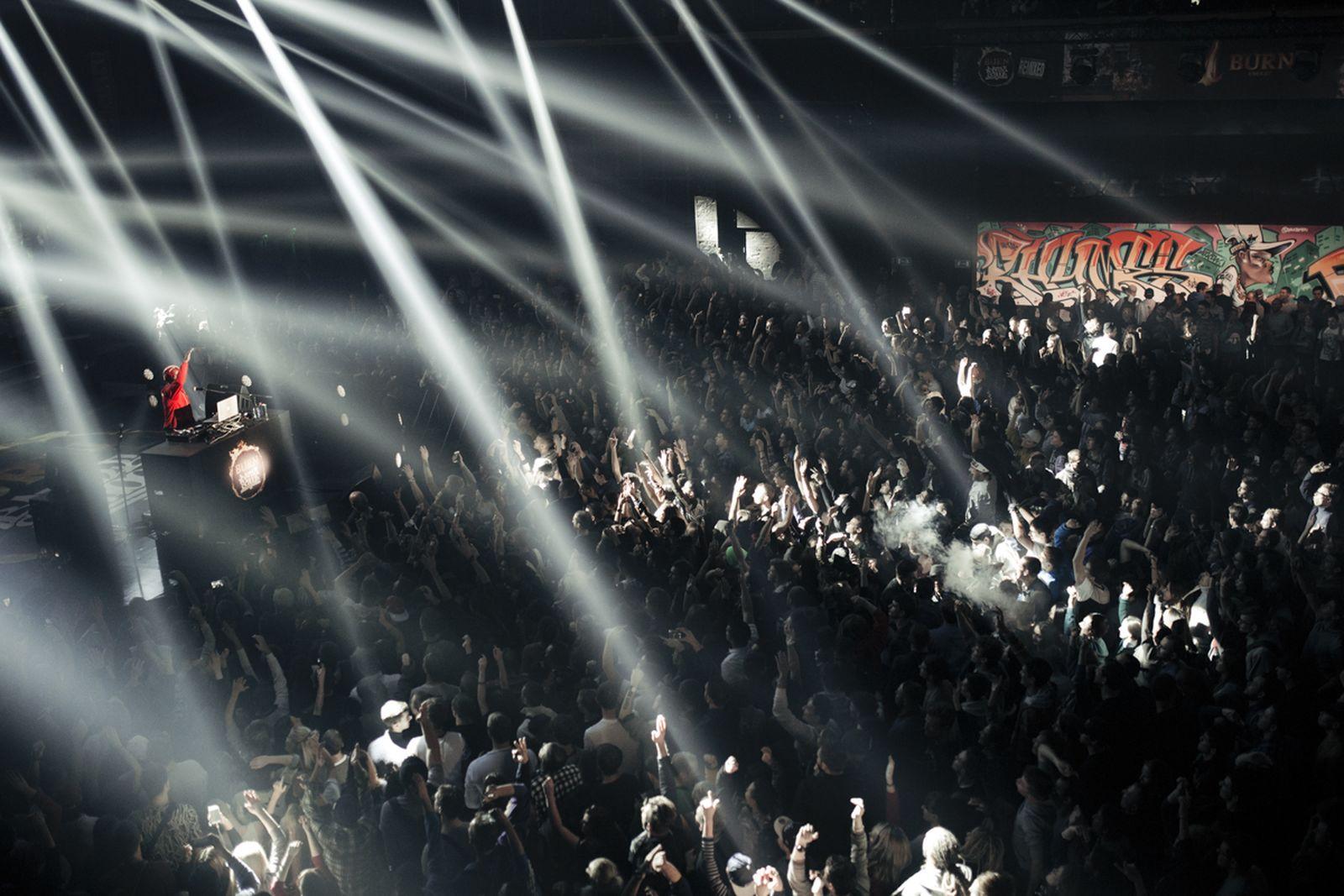 burn-battle-school-moscow-crowd 11