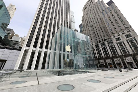 he Apple store on Fifth Avenue stands empty during the coronavirus pandemic