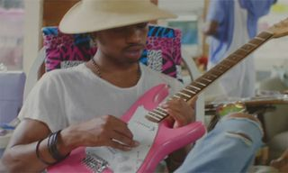 """Raury Hitchhikes From Atlanta to Chicago With Fans in """"Friends"""""""