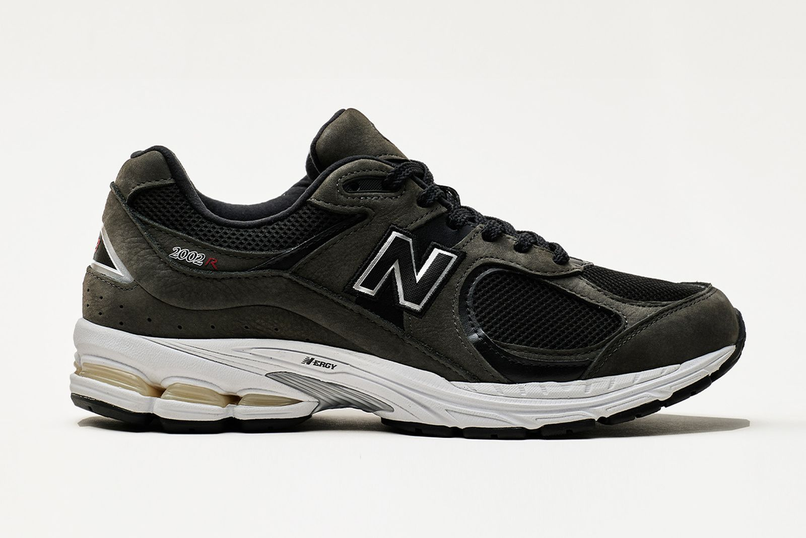 new-balance-2002r-release-date-price-02