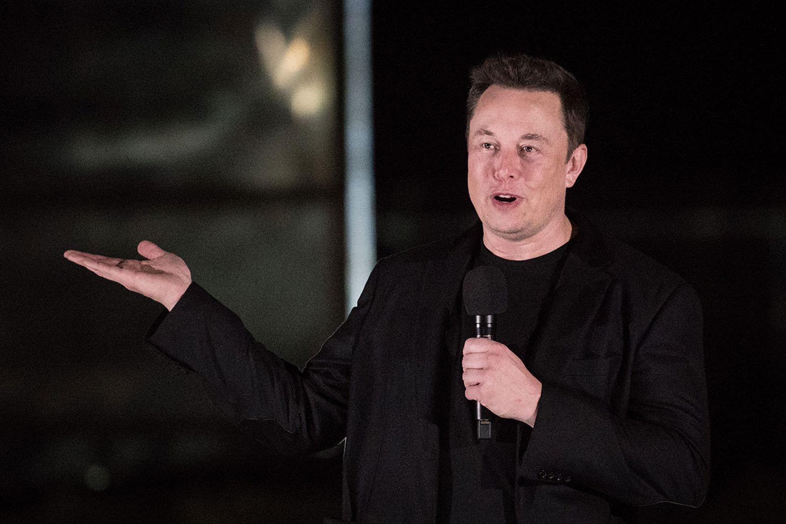 Elon Musk gives an update on the next-generation Starship spacecraft at the company's Texas launch facility