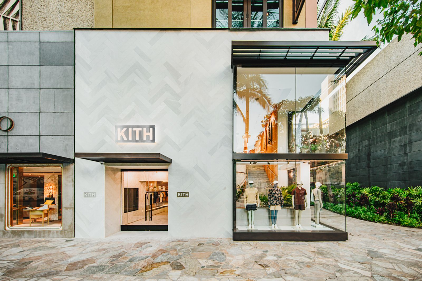 kith-hawaii-store-inside-air-force-1 (1)