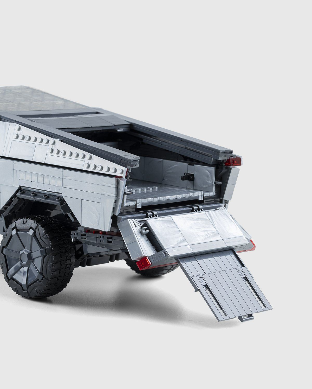Mattel Creations — MEGA Tesla Cybertruck - Image 5