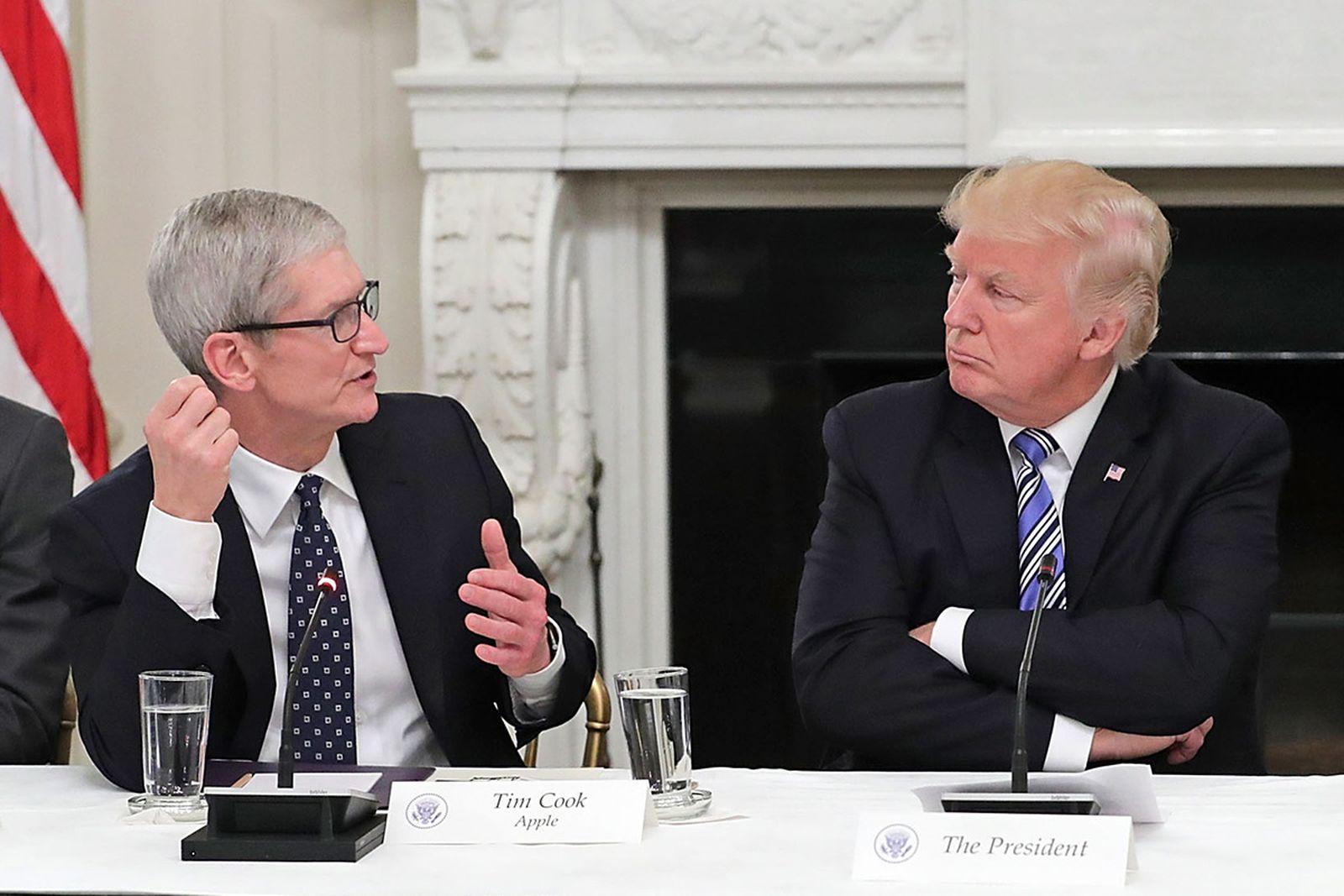 trump tim apple twitter reacts