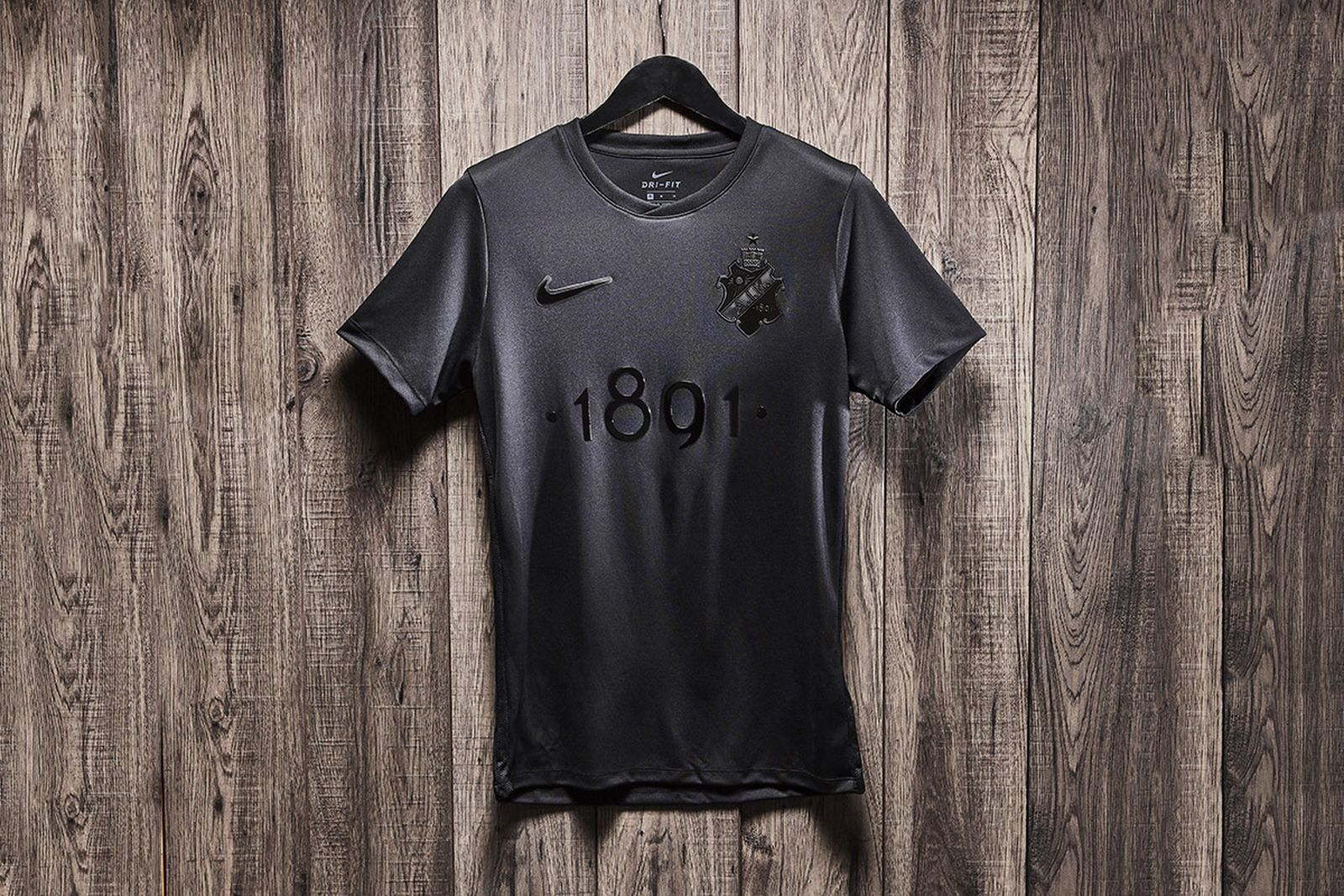 This Blacked-Out Jersey Will Look Just as Good Off the Pitch