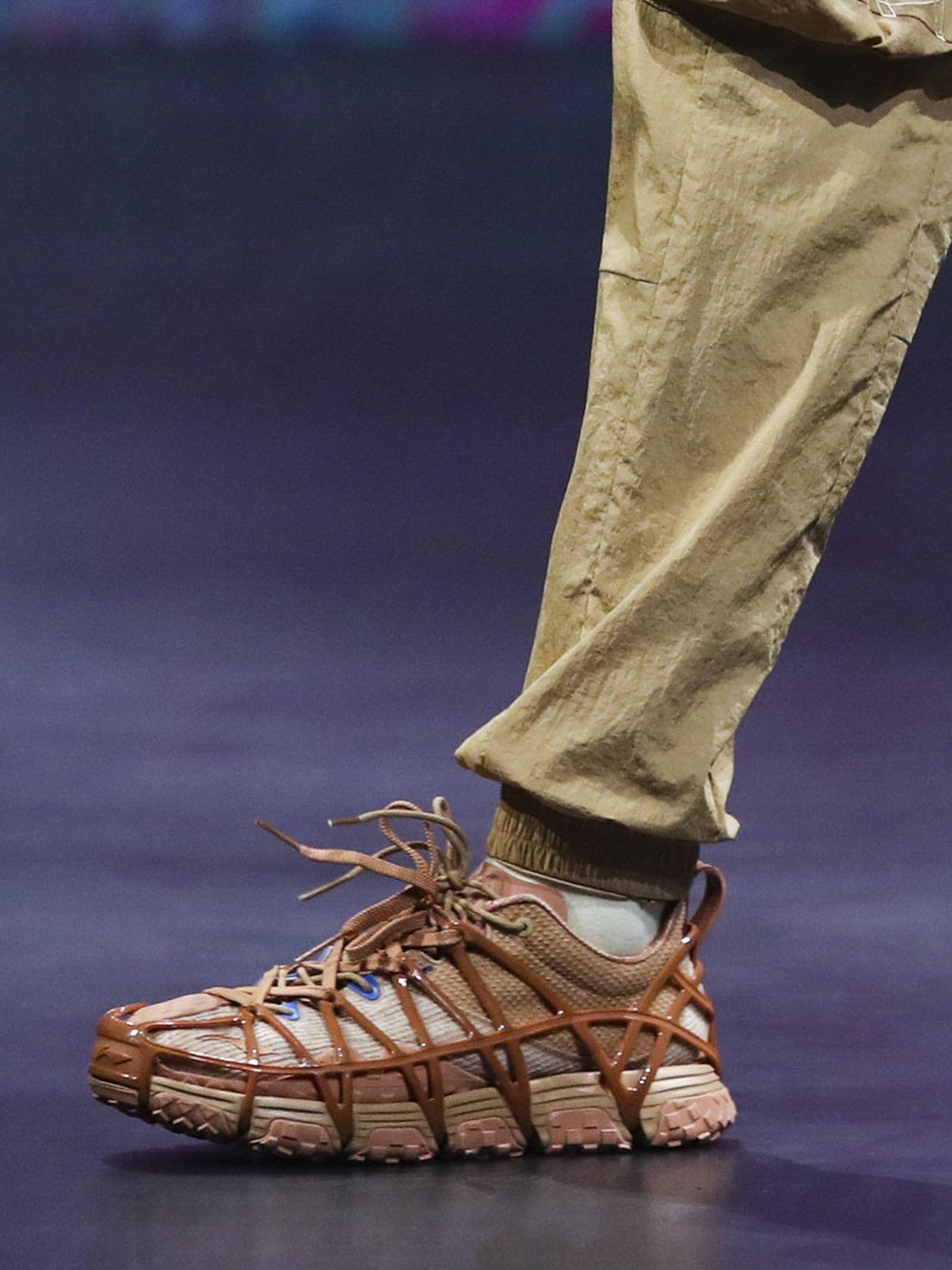 li-ning-ss21-footwear-collection-paris-fashion-week-02