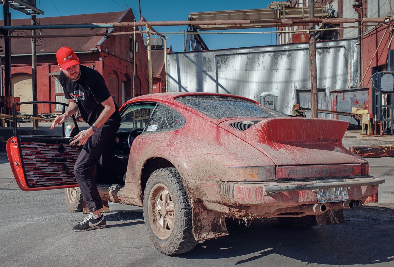 Going on Safari With the Off-Road Porsche 911 Maestro Leh Keen