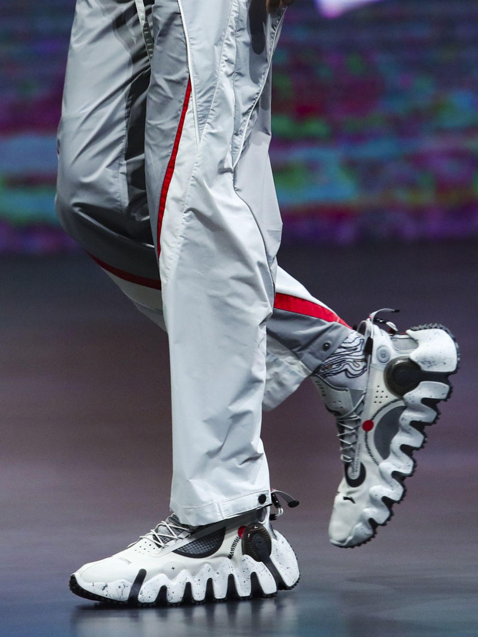 li-ning-ss21-footwear-collection-paris-fashion-week-017