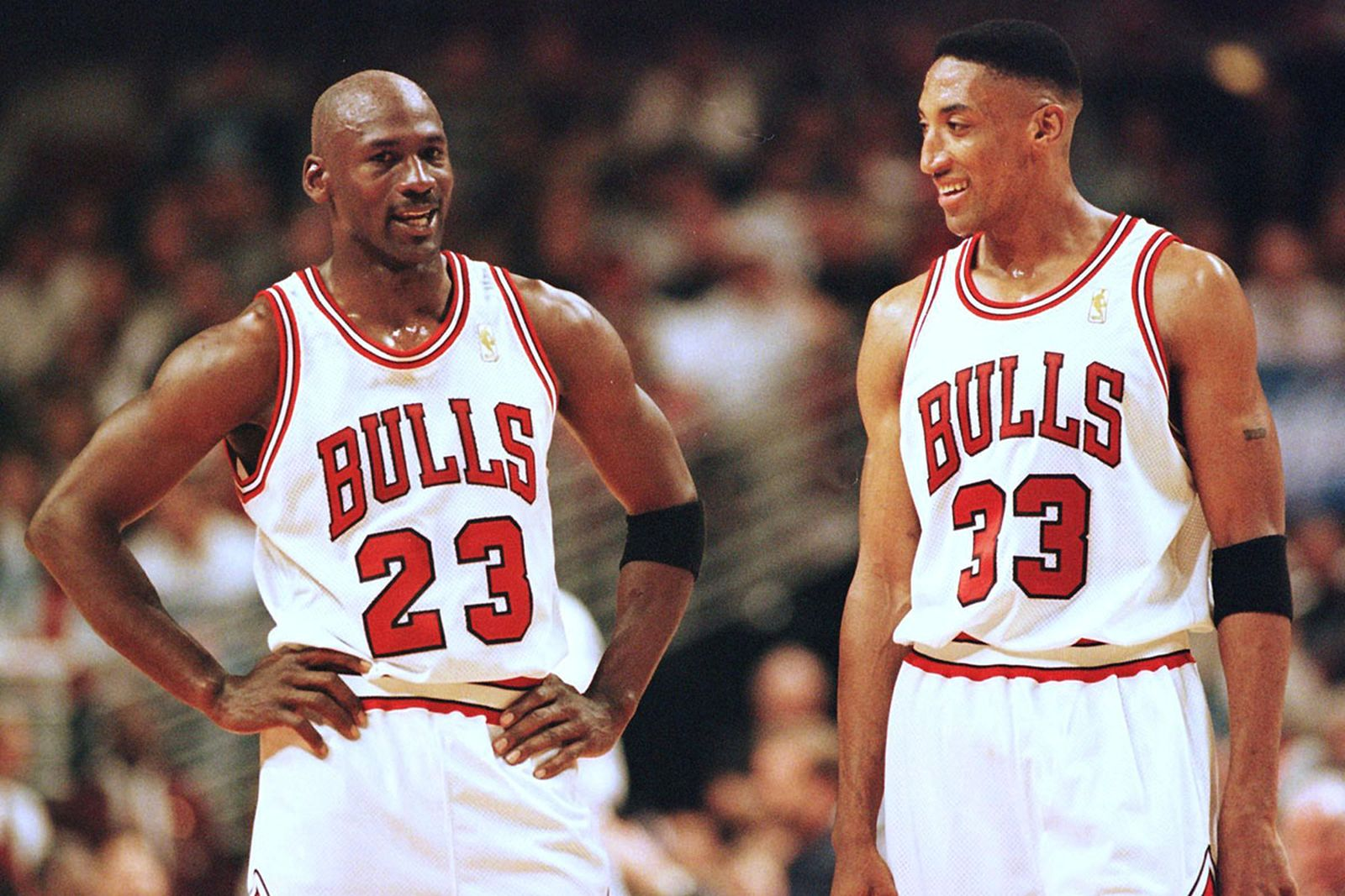 Michael Jordan (L) and Scottie Pippen (R) of the Chicago Bulls talk during the final minutes of their game